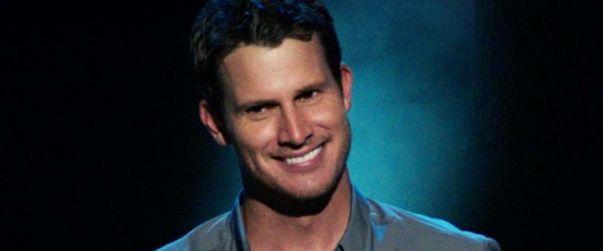 Daniel Tosh: People Pleaser background 1