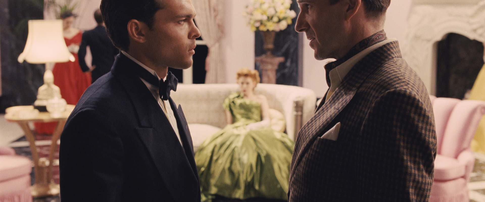 Hail, Caesar! background 2