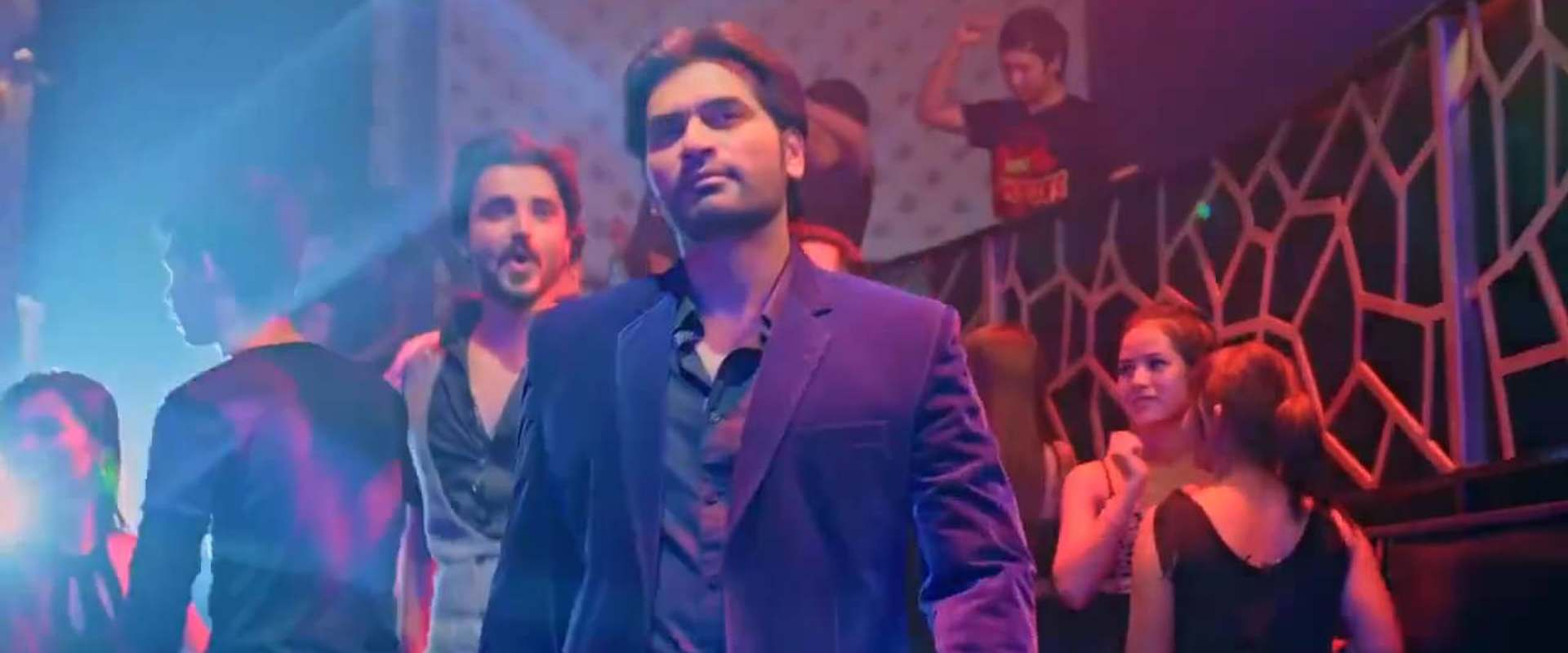 Jawani Phir Nahi Ani background 1